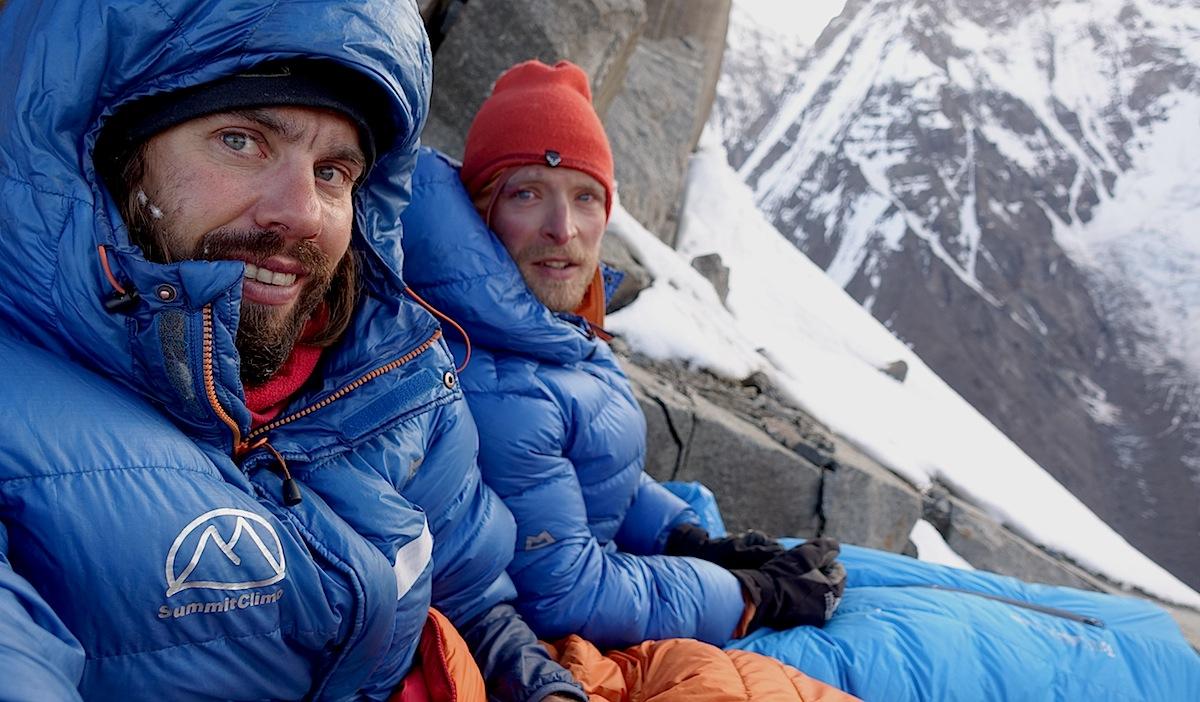 Nach 19 Stunden Klettern biwakieren Felix Berg und Matthias König am SO-Grat des Muztagh Tower