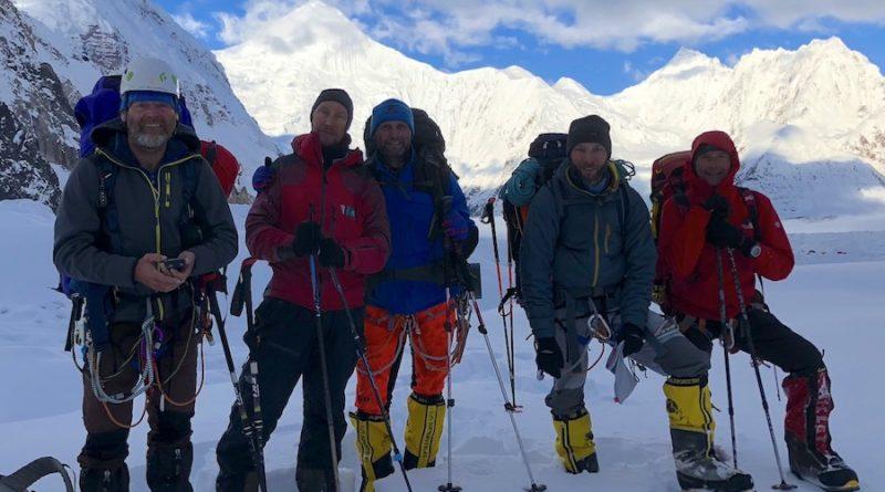 Bereit zum Aufstieg am Gasherbrum II - Team DE und unserer starke Boris.
