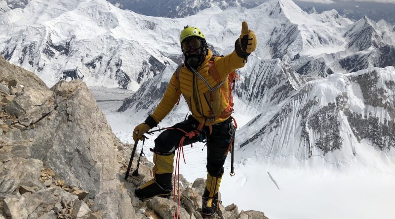 Bergsteiger Adam Bielecki auf dem Westgrat des G2 im Karakorum