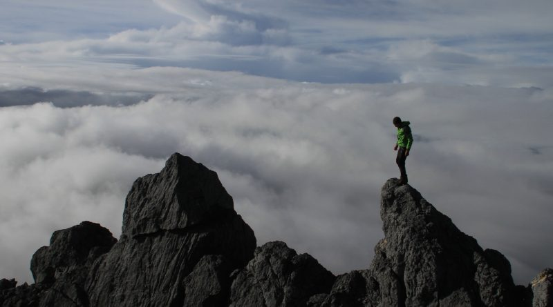 Bergsteiger an der Carstensz Pyramide