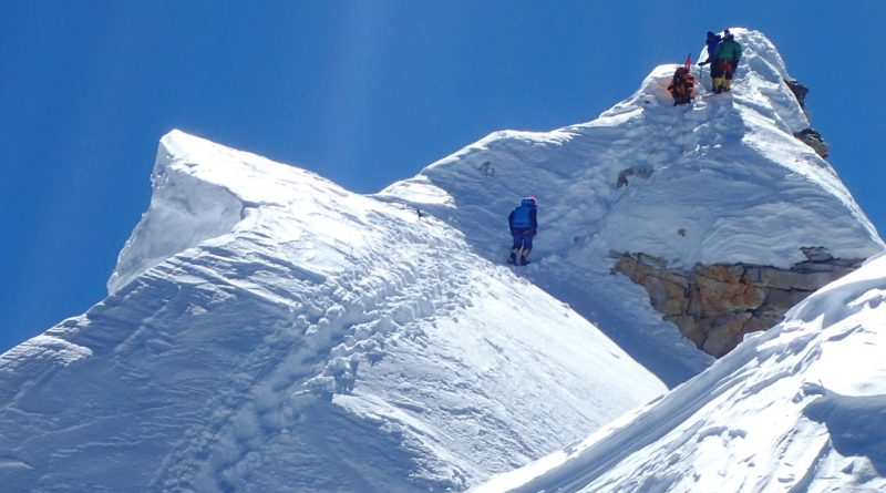 Manaslu, 8000m, Nepal, Summit Ridge and climbers