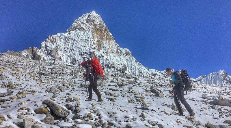 Ama Dablam, zwei Bergsteiger auf dem Weg zum Camp 1