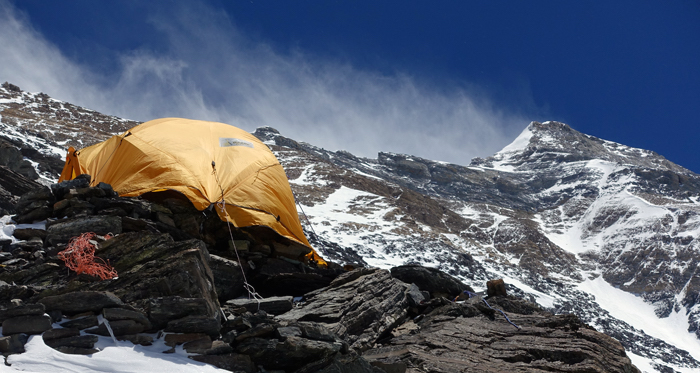 Everest-Nord-Tent-at-Camp-2-looking-at-Summit-of-Everest (c) Hubert Klaus