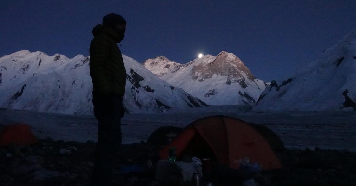 Khan-Tengri-Camp1-moonlight